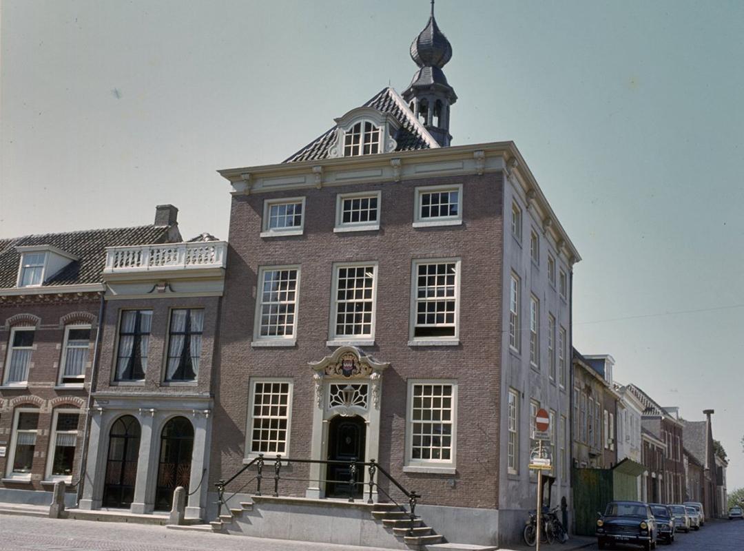 Stadhuis MARKT Buren - Muzikale Monumenten